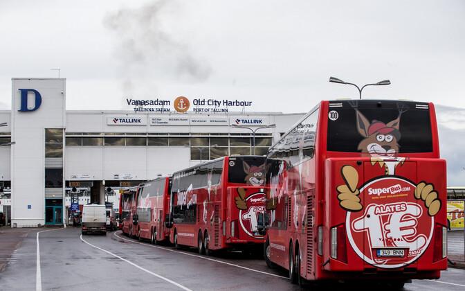 Superbusi bussid augusti alguses Eestist Soome lahkumas.