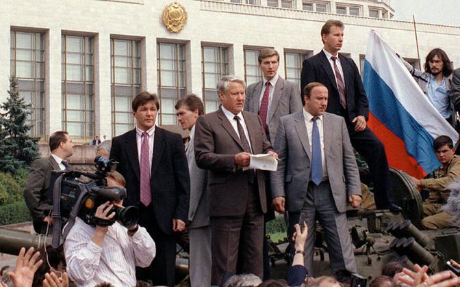 Ikooniline foto Moskvas 1991. aasta 19. augustil tankilt kõne pidanud president Boriss Jeltsinist.