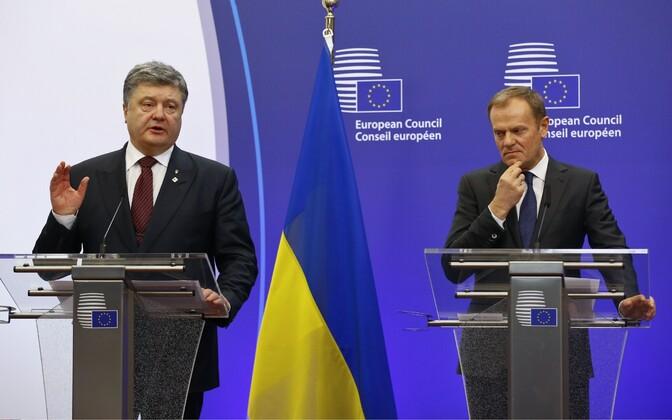 Ukraina president Petro Porošenko (vasakul) ja Euroopa Ülemkogu alaline eesistuja Donald Tusk 17. märtsil Brüsselis.