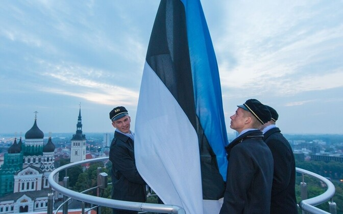 Флаг Эстонии на башне Длинный Герман.