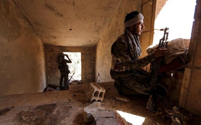 Kurdide omakaitseväe YPG võitlejad Hasaka linnas.
