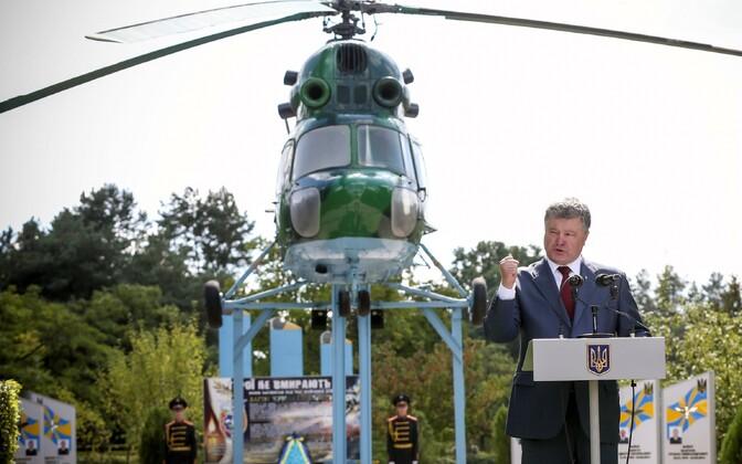 Porošenko 18. augustil Lvivi oblastis Brodõs, kus ta Donbassis hukkunud lendureid mälestas.