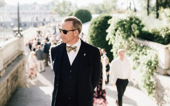 Toomas Hendrik Ilves presidendikantselei roosiaias