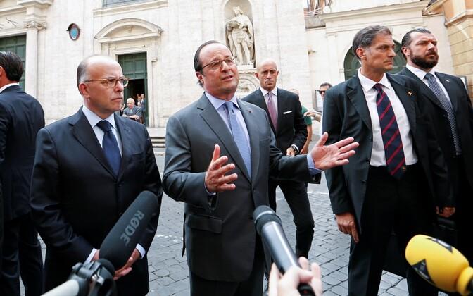 Francois Hollande (keskel) kolmapäeval Itaalias Roomas.