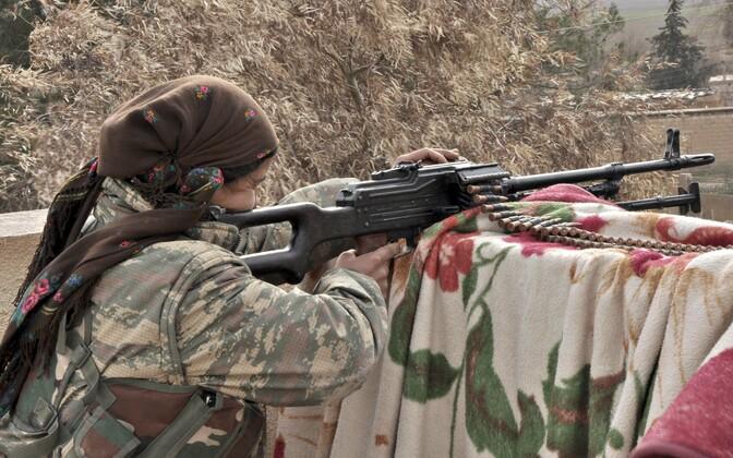 Kurdide omakaitseväe YPG võitleja Hasaka lähistel 2014. aastal.