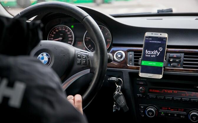 Мобильное приложение для заказа такси Taxify.
