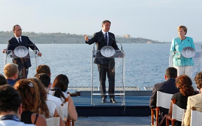 Hollande'i, Renzi ja MErkeli pressikonverents lennukikandja Giuseppe Garibaldi pardal.