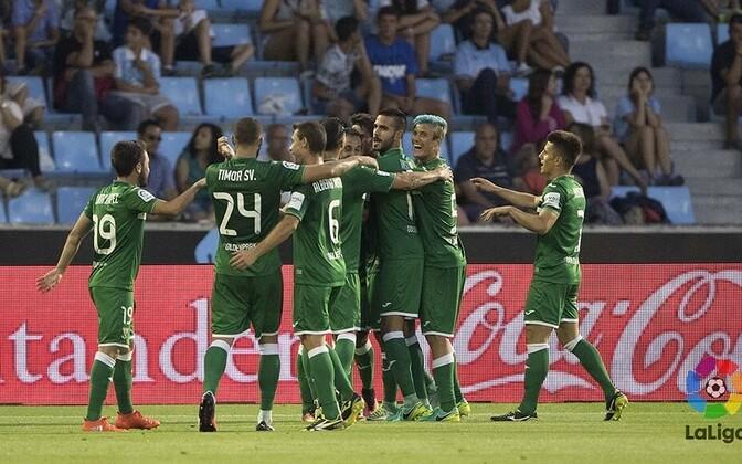 Leganesi mängijad ajaloolise võidu toonud väravat tähistamas