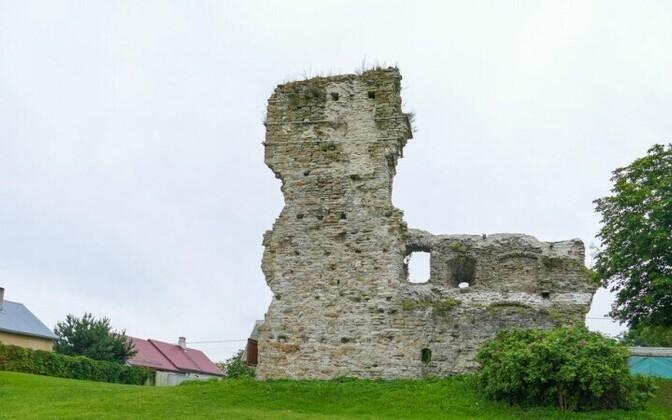 Развалины ливонского замка в Васкнарва.