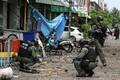 Tai politseinikud Pattani linnas plahvatuste tagajärgi uurimas.
