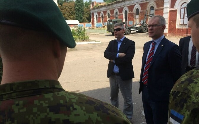 Estonian Minister of Defense Hannes Hanso visited Estonian special forces on a training mission in Ukraine.