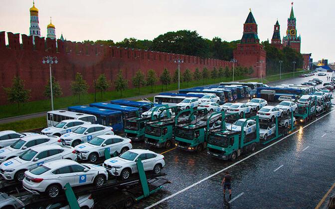 Vene sportlastele mõeldud BMW maasturid Kremli juures.