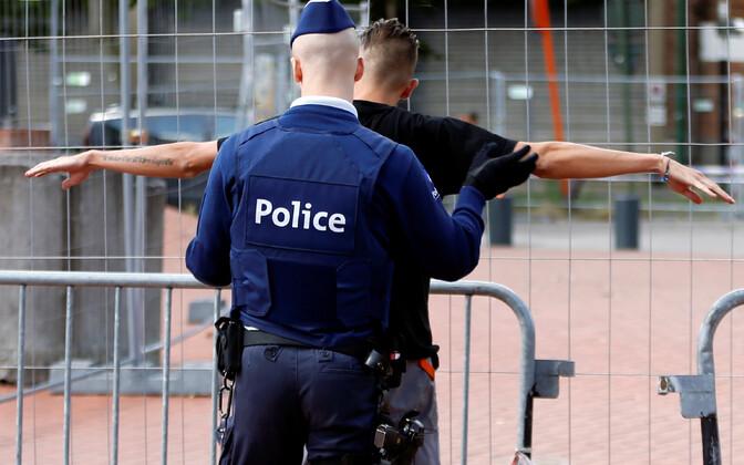 Belgias sai spordikeskuses kärgatanud plahvatuses surma inimene. Pildil Belgia politseinik.