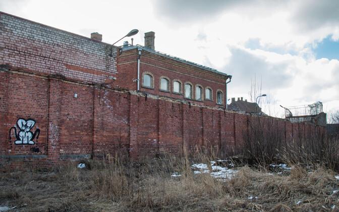 Pärnu vangla lagunevad hooned.