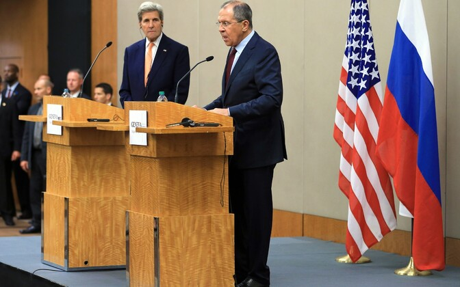 Sergei Lavrov (paremal) ja John Kerry Genfis pressikonverentsil.
