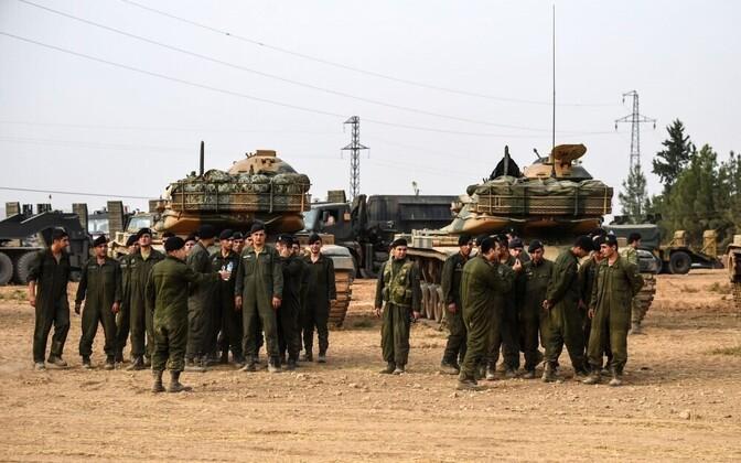 Турецкая бронетехника на пути в Сирию.