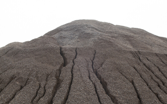 Kiviõli tuhamäed on põlevkivi poolkoksi kuhjamisel tekkinud mäed. Seega on õigem nimetada neid hoopis poolkoksimägedeks.