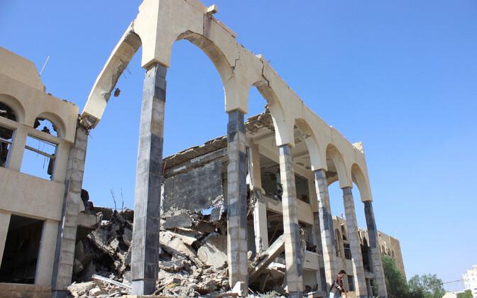Saudi õhurünnaku tekitatud purustused Jeemenis.