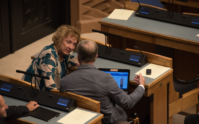 Maire Aunaste riigikogus.