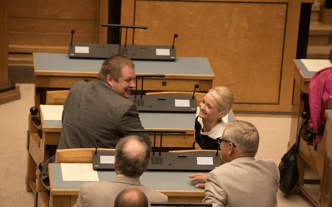 Erki Savisaar keskfraktsiooni liikmetega.