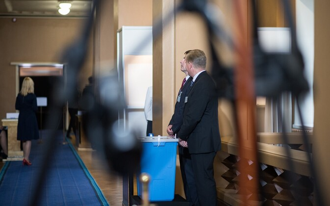 The Riigikogu failed to elect Estonia's new president within three balloting rounds, which means that the vote will go to the electoral college, which is scheduled to convene on Sept. 24.