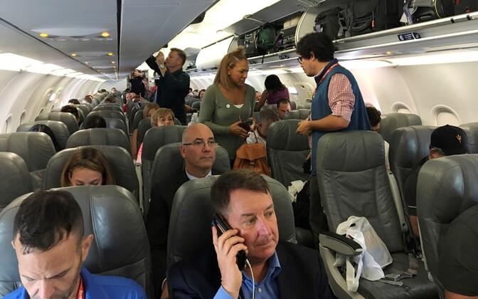 Reisijad Kuubale suunduvas lennukis.