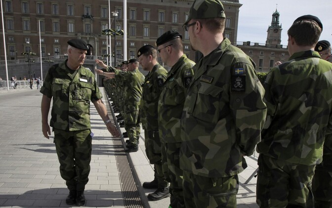 Rootsi sõdurid Stockholmis kuningapalee juures.