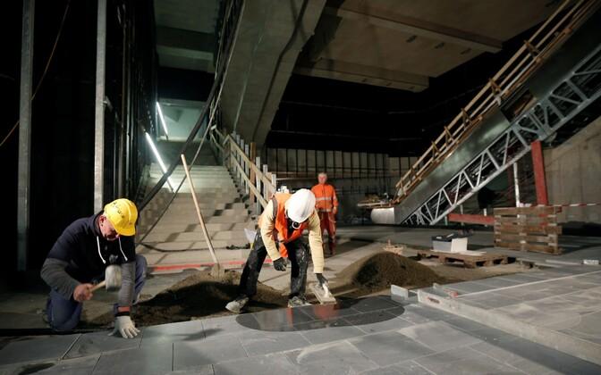 Töölised Viinis allmaaraudteed ehitamas.