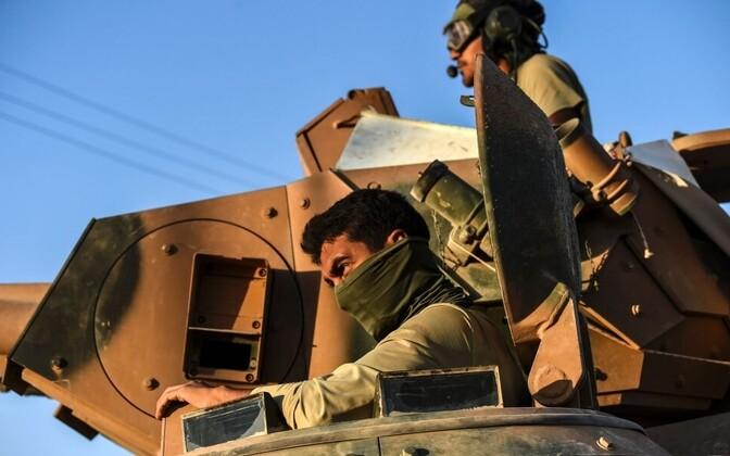 Турецкая бронетехника на сирийской границе.
