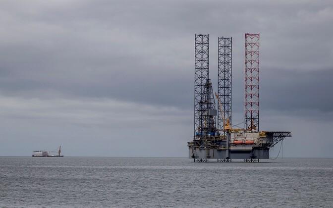 Платформа для добычи нефти.