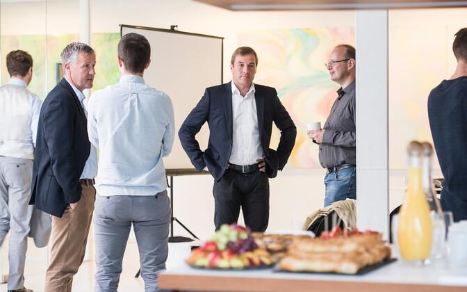 Inbanki üks asutajaid Jan Andresoo (keskel).