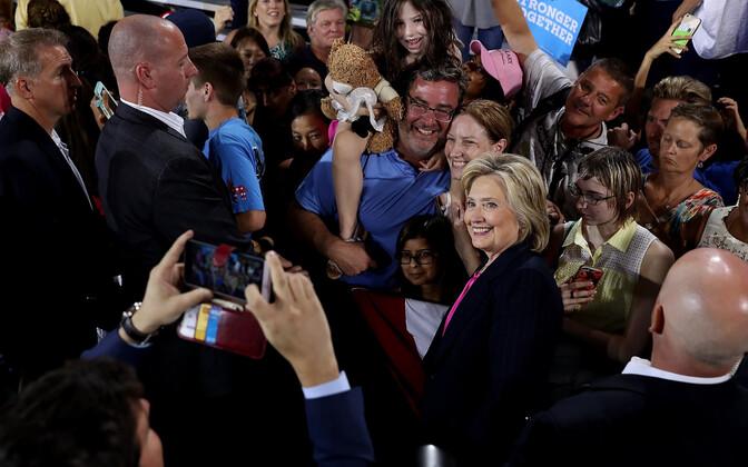 Hillary Clinton kohtub teisipäeval Tampas Floridas oma toetajatega.