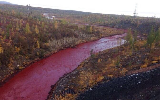 Sotsiaalmeedias leviv teadmata autori foto reostatud jõest.