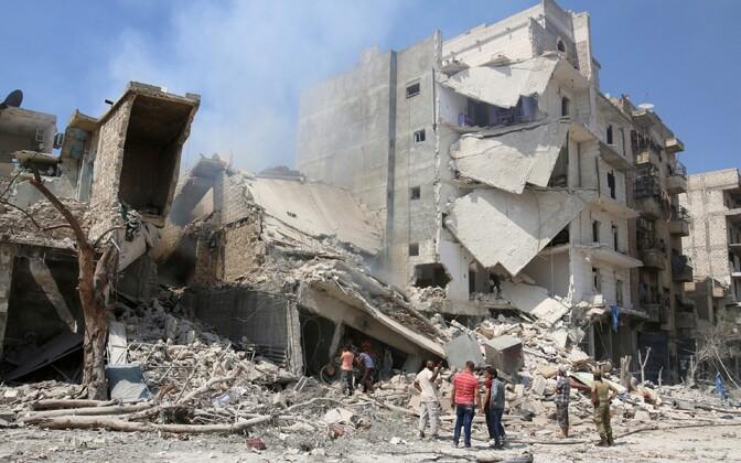 Õhurünnakute tõttu kahjustada saanud hooned Aleppos.