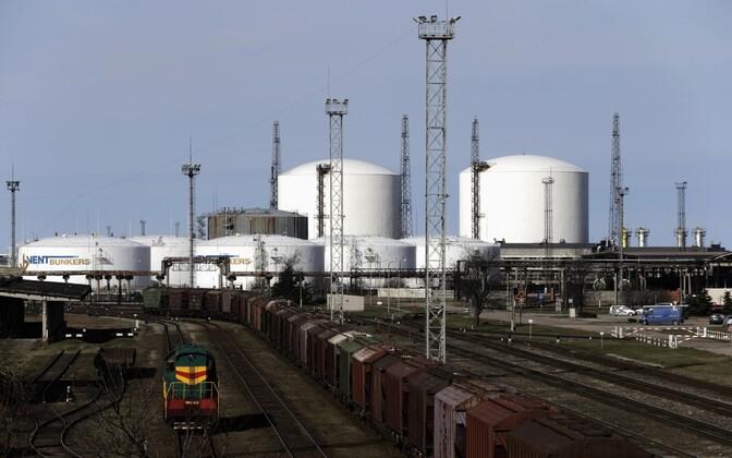 Терминал для перевалки нефтепродуктов в порту Вентспилса.