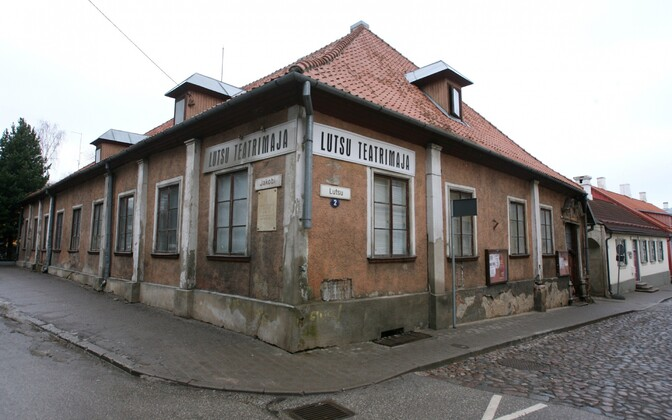 Genialistide Klubi vana hoone krohvikihi all peidab end tegelikult Tartu vanim puitmaja.