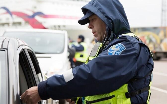 Эстонские власти регулярно проводят проверки на трезвость.