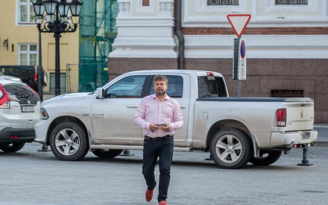 Riigikogu SDE fraktsiooni liige Tanel Talve, taamal tema auto Dodge RAM.