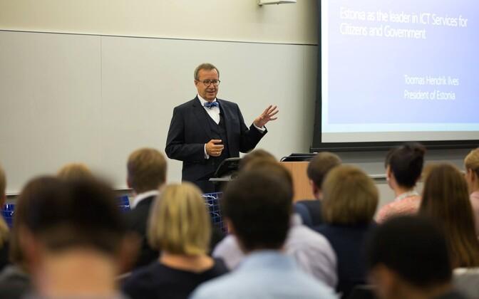 Toomas Hendrik Ilves EAS-i ja Microsofti ühisseminaril New Yorgis.
