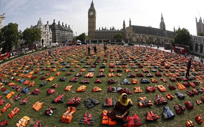 Põgenike päästevestid Londonis.