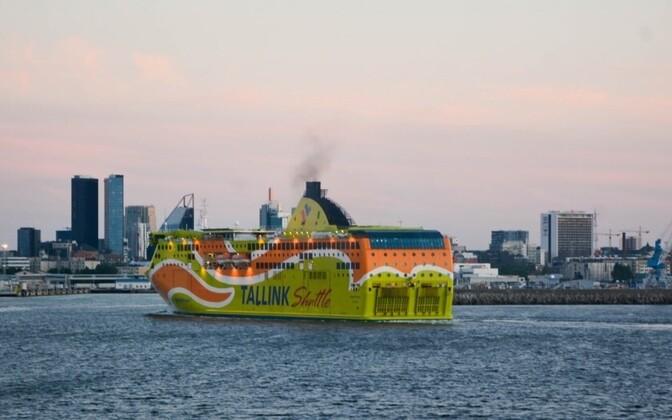 Tallinki laev sadamasse sisenemas.