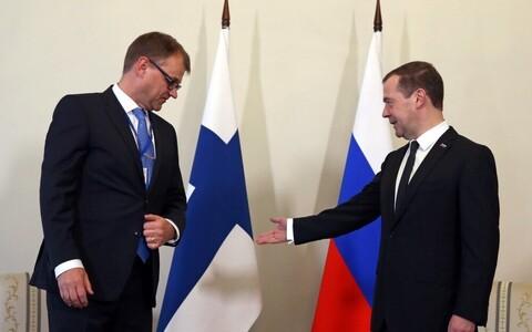 Премьер-министры Финляндии и России Юха Сипиля (слева) и Дмитрий Медведев.
