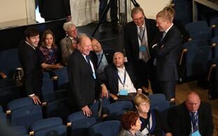 Andres Herkel (paremalt teine) koos teiste valimiskogu liikmetega eile Estonias.