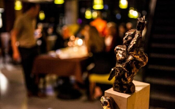 Tauno Kangro poolt heategevusliku õhtusöögi tarbeks annetatud skulptuur