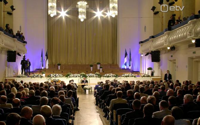 Valimiskogu liikmed Estonia kontserdisaalis.