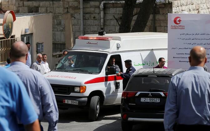 Kiirabiauto Nahed Hattari tapmispaigas.