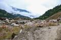 Nepali kaunis loodus hämmastab igal silmapilgul. Paraku peidab seegi endas tihtipeale traagikat. Pildil oleval mäenõlval asus vanasti kolm küla. Aasta enne maavärinat, 2014 aastal uhtus agamaalihe need külad enda alla. Päästetööd olid seda raskemad, et ma