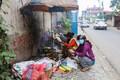 Nepali pealinnas Katmandus võib näha tuhandeid vaatepilte, mis võivad üht Euroopast tulnud turisti hämmastada ning paeluda. Praegu paistavad maavärina kahjud selles kaootilises linnas aga oluliselt vähem silma, kui maapiirkondades.