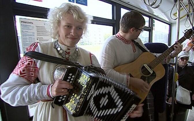 Muusikapäeval esineti ka ühistranspordis.