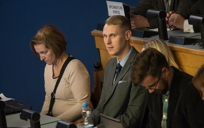 Raimond Kaljulaid (Center).